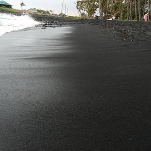 Черный пляж Пуналу