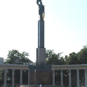 Памятник советским воинам