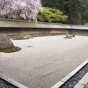 Каменный сосуд в храме Рёан-дзи