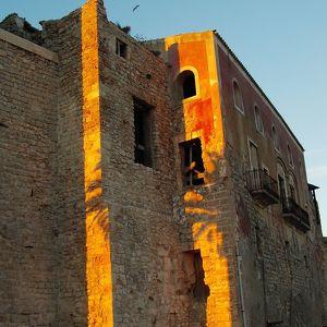 Замок Альмудайна в Эйвисса