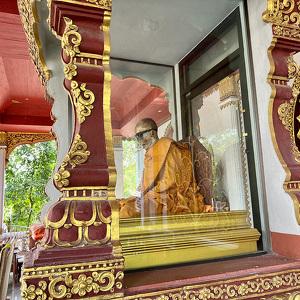 Luang Pho Daeng